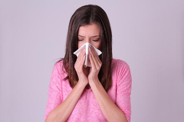 さらさら 鼻水が止まらない!アレルギー?止める方法はある?