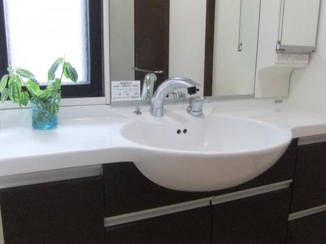 洗面所の鏡の掃除どうしてる?掃除方法は何が良い?掃除グッズは?
